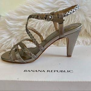 BNWT Banana Republic Anthracite Sandals Size 7